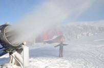 YAĞAN - (Özel) Uludağ'da Pistlerdeki Kar Kalınlığı Suni Kar İle Yükseltildi