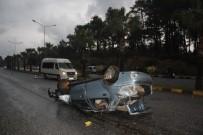 SARıLAR - Refüje Çarpan Otomobil Takla Attı Açıklaması 2 Yaralı