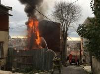 YANGINA MÜDAHALE - Beyoğlu'nda Çıkan Yangın Korkuttu