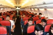 HAYIRSEVER İŞ ADAMI - Öğrenciler Uçağa Atladı, Türkiye'yi Gezdi