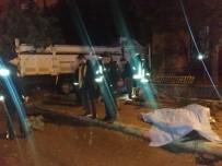 İLK MÜDAHALE - Otomobille Kamyon Çarpıştı Açıklaması 1 Ölü, 3 Yaralı