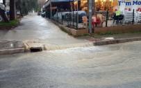 GÜZELÇAMLı - Sağanak Yağmur Ve Fırtına Kuşadası'nda Etkili Oluyor