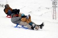 KAR KALINLIĞI - Zigana'da Kayak Sezonu Başladı