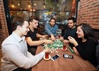 YAŞAR ÜNIVERSITESI - Birbirini Tanımayan İnsanlar Aynı Sofrada Yemek Yiyip Sosyalleşiyor