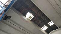 112 ACİL SERVİS - Çatıdan Tamirhanedeki Cipin Motorunun Üzerine Düşüp Ağır Yaralandı