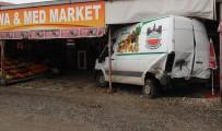 DICLE ÜNIVERSITESI - Diyarbakır'da Bir Transit Markete Daldı Açıklaması 2 Ağır Yaralı