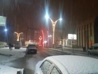 KAR KALINLIĞI - Hakkari'de Kar