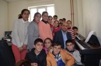 DOĞUM GÜNÜ - Köy Okulu Öğrencileri Piyanoyla Tanıştı