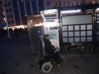 AKÜLÜ SANDALYE - (Özel)  Engelli, Aracını Şarj Etmek İçin Geldiği İstasyon Önünde Şoku Yaşadı