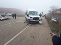 112 ACİL SERVİS - Servis Aracı İle 2 Otomobil Çarpıştı Açıklaması 2 Yaralı