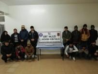 KAÇAK GÖÇMEN - Siirt'te 14 Kaçak Göçmen Yakalandı