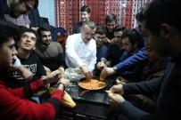SOSYAL MEDYA - Belediye Başkan Adayı Evine Davet Eden Öğrencilere Menemen Yaptı