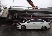 BETON MİKSERİ - Beton Mikseri Otomobilin Üzerine Devrildi