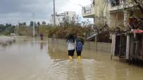 SULAMA KANALI - Dere Ve Kanallar Taştı Açıklaması Sokaklar Göle Döndü
