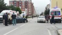 ATATÜRK - İki Otomobil Çarpıştı Açıklaması 1 Yaralı