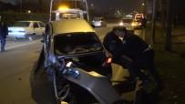 METRO İSTASYONU - Polis Trafiği Açmak İçin Takla Atan Aracı Çekiciye Böyle Yükledi