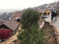 SARIYER BELEDİYESİ - Sarıyer'de Yol Ve İstinat Duvarı Çöktü, Yol Trafiğe Kapandı