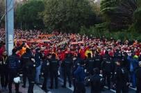 DERBİ MAÇI - Galatasaray Taraftarı Vodafone Park'a Ulaştı