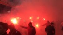 İSTİKLAL CADDESİ - Galatasaraylılar, Meşalelerle Dolmabahçe'ye Gidiyor