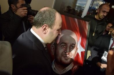 Bakan Varank, ağabeyi adına yaptırılan kütüphanenin açılışında gözyaşını tutamadı