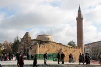 TÜRKIYE YAZARLAR BIRLIĞI - UNESCO Dünya Mirası Geçici Listesi'ne Giren Tarihi Medresenin Kubbesi Çürüyor