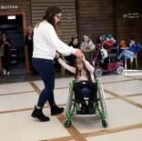 MEHMET YAŞAR - Yabancı Öğrenciler İle Engelliler Birlikte Eğlendi