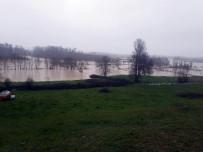 Kaynarca'da Tarım Arazileri Sular Altında Kaldı