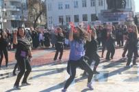 SARıLAR - Manavgat'ta Kadına Şiddete Zumbalı Protesto