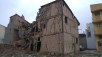 Yıkılmak Üzere Olan Tarihi Binalar Tehlike Saçıyor