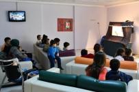 KÜLTÜR BAKANLıĞı - Çocuklar,  Hacivat Ve Karagöz Oyunu İle Moral Buldu