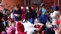 Edremit'te Anaokulu Öğrencileri Karla Tanıştı