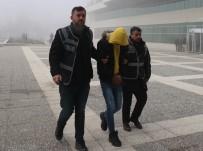 SAHTE POLİS - Sahte Polisi, Evine Girdiği Kadının Uyanıklığı Yakalattı