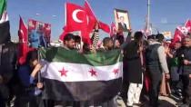 FIRAT NEHRİ - Suriyelilerden Sınırda Türkiye'ye Destek