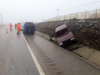 ÖRENCIK - Yoldan Çıkan Otomobil Şarampole Devrildi Açıklaması 2 Yaralı