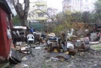 ÇÖP EV - Zabıta Kepçe İle Çöp Evi Temizlemeye Geldi, Ev Sahibi Evinin Yıkılacağını Zannetti
