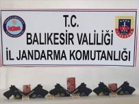 Ayvalık'ta  6 Tabanca Ve 100 Mermi İle Yakalanan Şahıs Tutuklandı