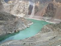 Deriner Barajı'nda Su Seviyesi Düştü, Bir Köy Ve Cami Minaresi Ortaya Çıktı