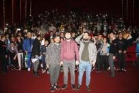 PERİHAN SAVAŞ - 'Kafalar Karışık' Oyuncuları Hayranlarıyla Buluştu