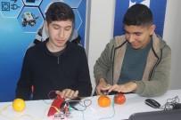 ROBOT - Öğrenciler İçi Dolu Su Bardağı Ve Meyvelerle Piyano Çalıyor