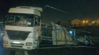 ALİHAN - Damperi Açılan Tır Otomobilin Üzerine Devrildi Açıklaması 6 Yaralı