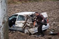 YENIKENT - Kontrolden Çıkan Otomobil Takla Atarak Tarlaya Uçtu Açıklaması 2 Yaralı