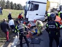 TRAFİK POLİSİ - TEM Otoyolunda Hafriyat Kamyonu, Uygulama Yapan Polis Aracına Çarptı