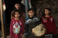 Yangında Evleri Küle Döndü; Kış Ortasında 9 Kişilik Aile Sokakta Kaldı