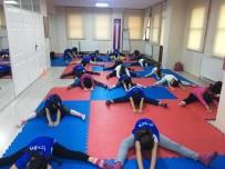 AHMET MISBAH DEMIRCAN - Beyoğlu'nda Kış Spor Okulları İle Spora Ara Vermek Yok