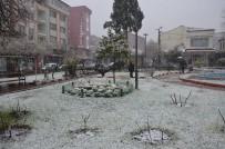 Dursunbey'de Kar Yağışı Başladı