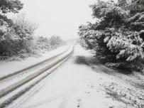 BOSTANCı - Kırkağaç'ta Kar Yağışı Etkili Oldu