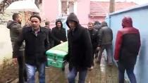 Uşak'ta Evde Ölü Bulunan 3 Kardeşin Cenazeleri Toprağa Verildi