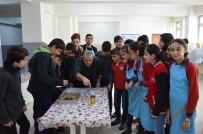 OSMANLı İMPARATORLUĞU - 40 Yıl Önce Mezun Olduğu Okuldaki Öğrencilere Ebru Sanatını Öğretiyor