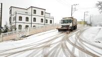Başiskele'nin Yüksek Kesimlerinde Kar Mesaisi Başladı