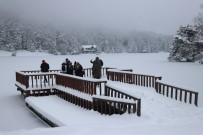 Doğa Harikası Gölcük Gölü Buz Tuttu